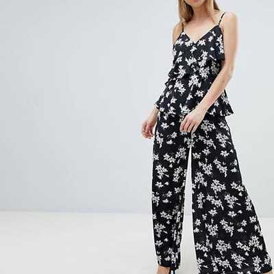 Pantaloni a fiori con fondo ampio